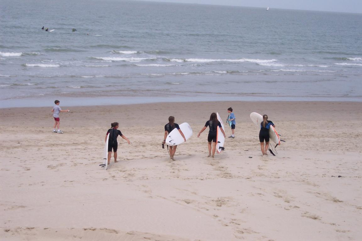 Wellenreiten im ``Surfers Paradise``, Knokke-Heist