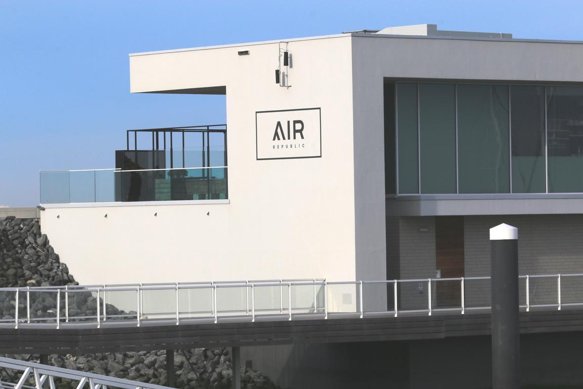 """""""AIRRepublic`` - Maritime Hafen-Brasserie"""